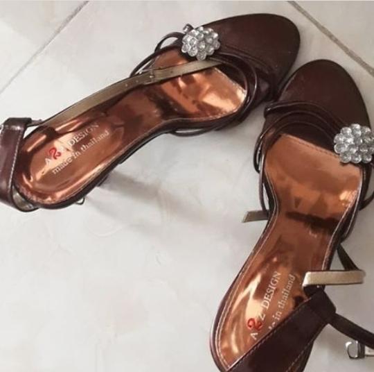 کفش پاشنه بلند آکبند
